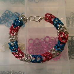Patriotic Chanmaille Bracelet made in a box pattern